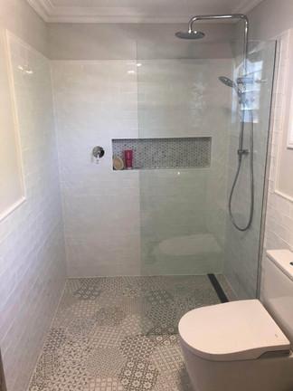 Fixed panel framless shower