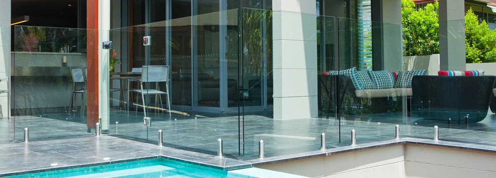 Euroglass pool Fence with round spiggots