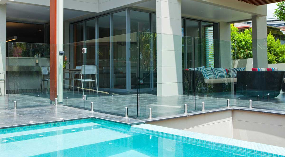 glass pool fence with round spigot system