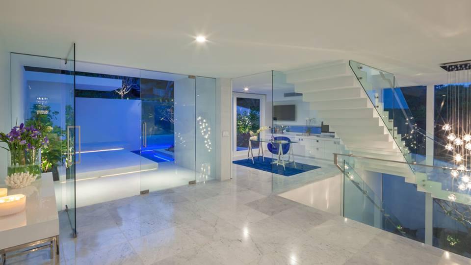 Framless door system and internal balustrading with custom handrail