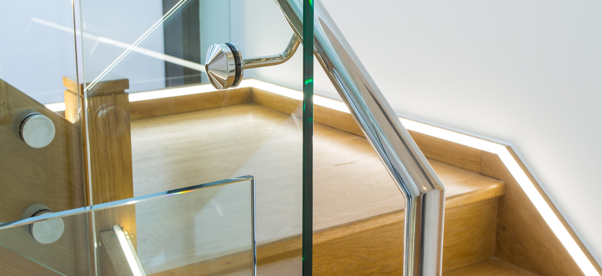 Glass staircase brisbane
