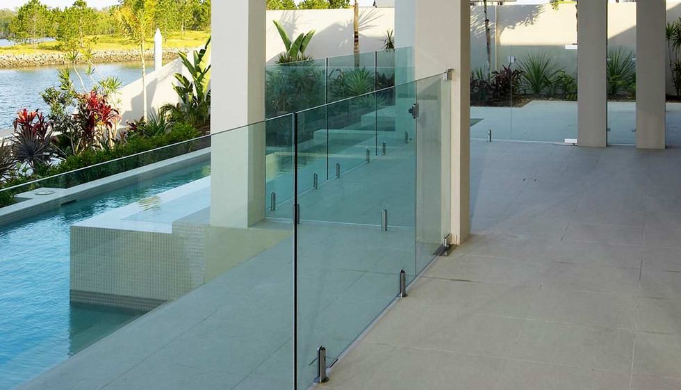 Glass pool fence with round spigots