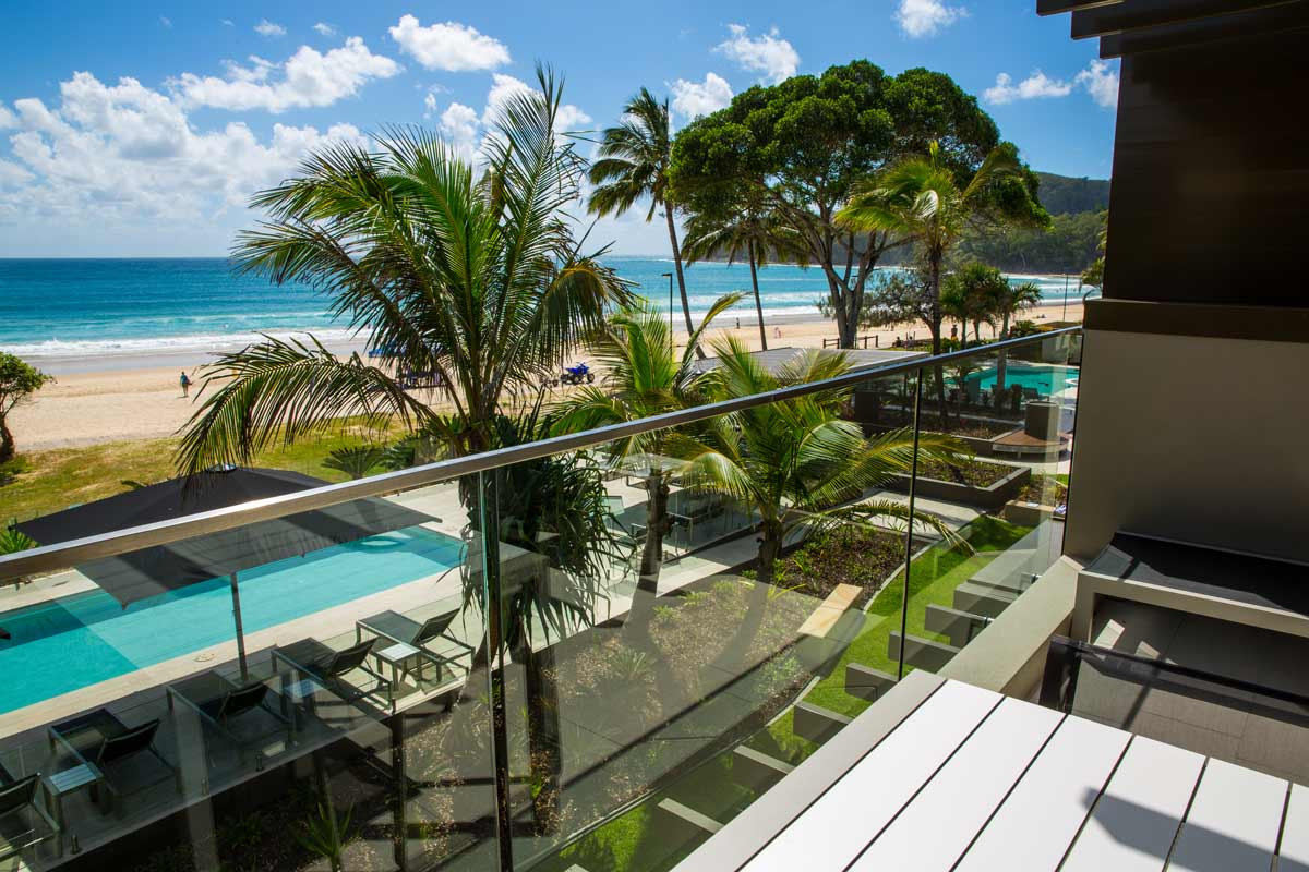 Pin Fixed balustrade with a view of the ocean