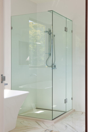 Sqare shower screen with header on top