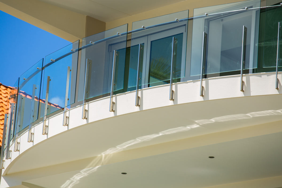 custom glass balustrade curved balcony brisbane