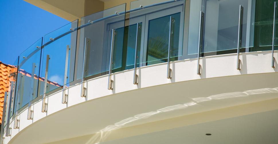 custom glass balustrade curved balcony brisbane