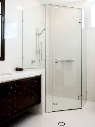 Quadrent shower screen brisbane