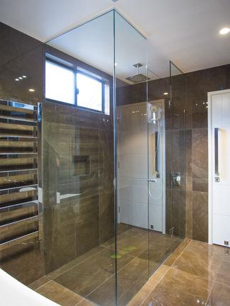 Huge square showerscreen brisbane