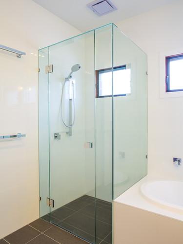 Square frameless showercreen brisbane