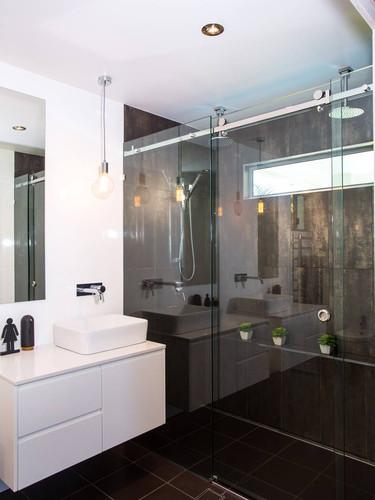 Opto-slide frameless shower screen