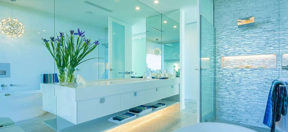 Framelss shower and frameless mirror