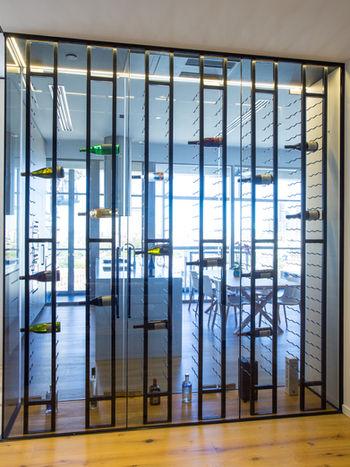 Frameless wine cellar
