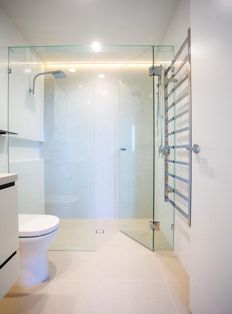 his and hers inline showerscreen