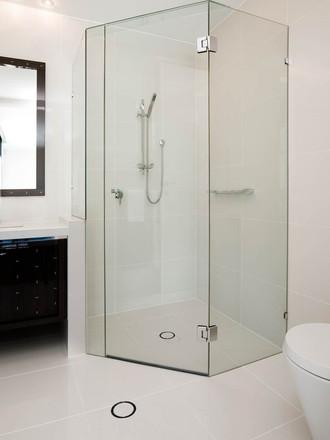 Frameless four square quadrent shower