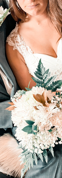 Bride bouquet and groom boutonniere