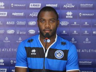 Novo reforço da lateral, Marlon elogia a torcida do Peixe