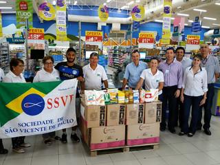 Sociedade de São Vicente de Paulo recebe alimentos arrecadados no jogo contra o Brusque