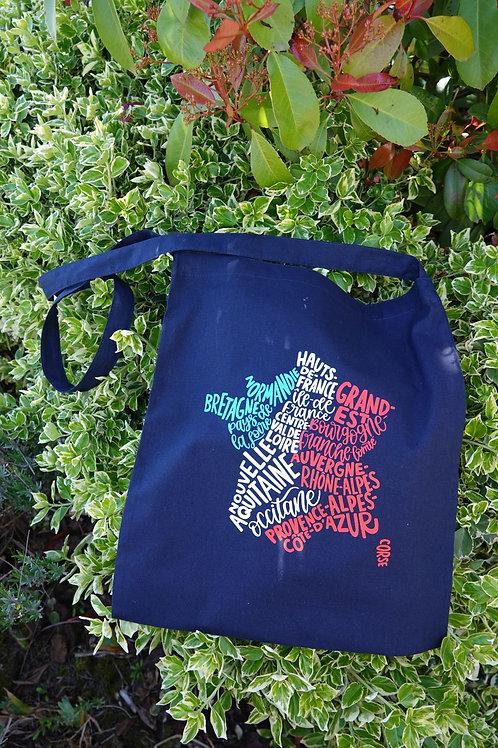 sac bandoulière en coton bleu marine, motif carte des régions françaises