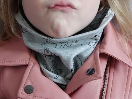 C'est la rentrée et qui dit rentrée dit rhume. Protégez votre enfant avec un snood léger et doux