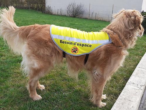 Gilet jaune pour chien refléchissant et texte besoin d'espace