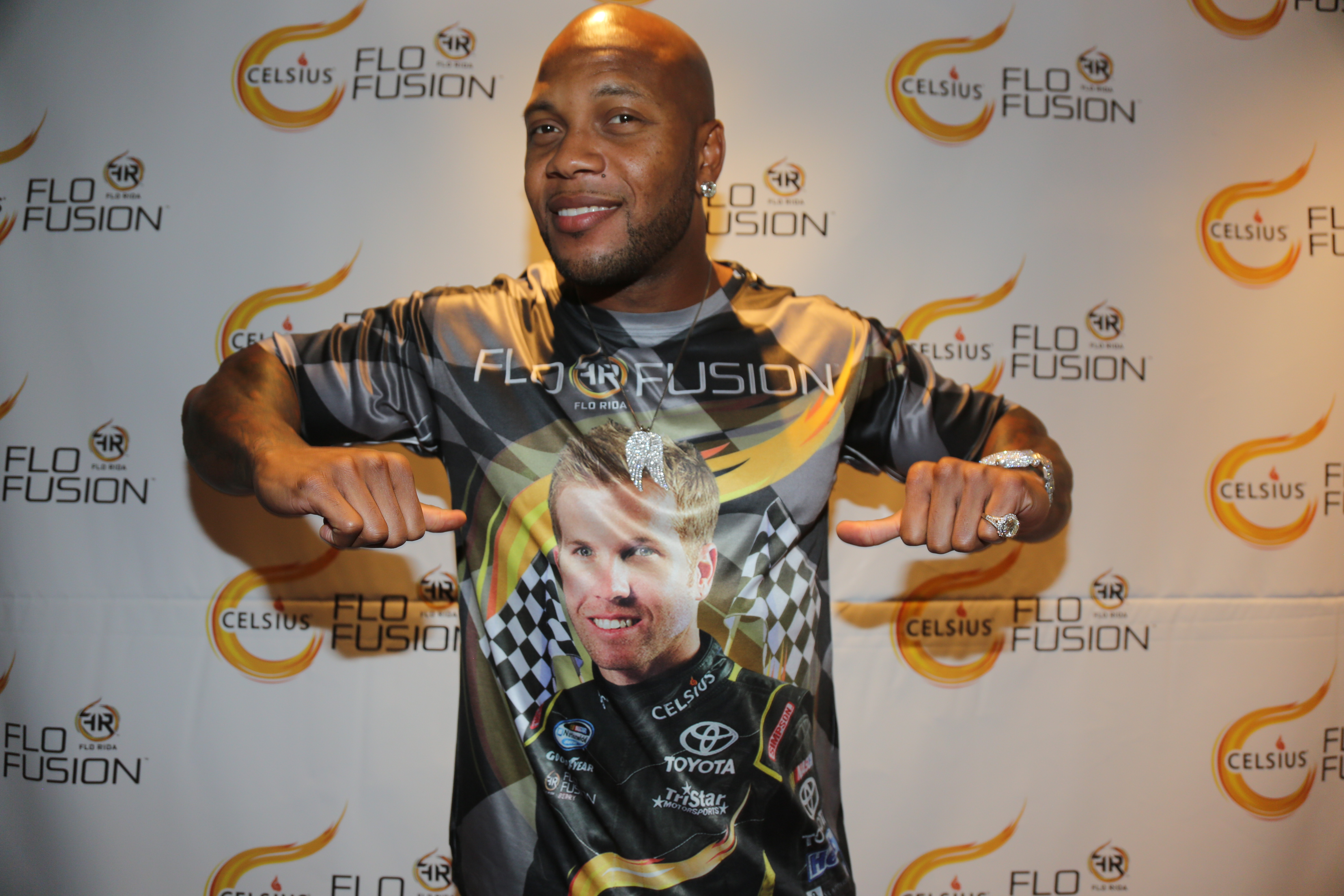 Flo Rida Gifting Suite at Video Music Awards 1