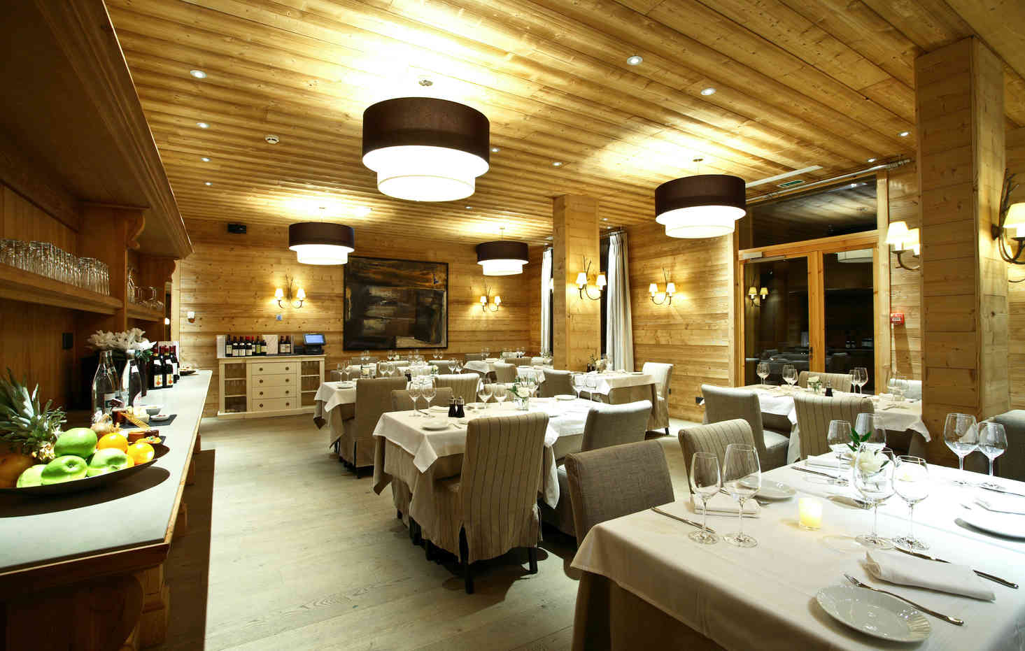 Le Chalet Blanc Dining
