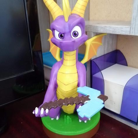 Spyro me ramène une pioche en diamant Minecraft