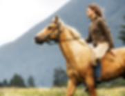 Mujer en caballo galopante