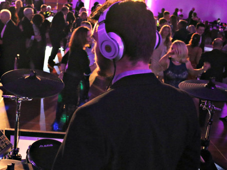 Live Band or DJ: Which Should You Choose?