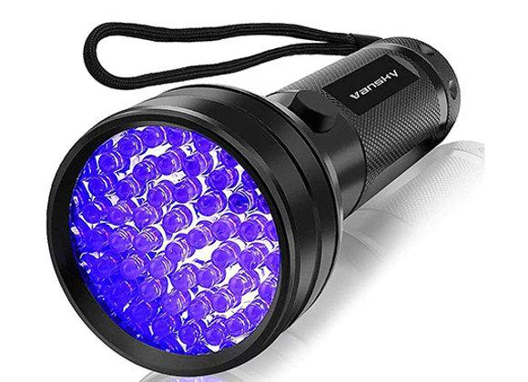 Luz UV para detectar rastros de orina de mascotas