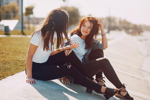 two-girls-talking_1157-8207.jpg