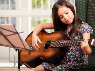 Aula particular de violão: veja 3 benefícios do instrumento