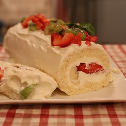 Fresh fruits rolled cake