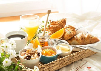 10-idees-de-petit-dejeuner-romantique-po