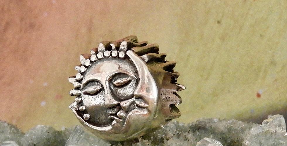 Sun and Moon Kiss