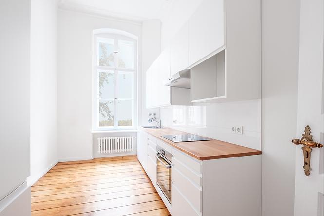 Küchenrenovation durch neue Fronten, Küchenrückwände, Griffe und Scharniere, Arbeitsplatten, etc.