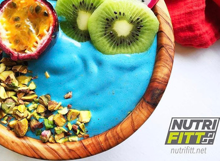 HIGH PROTEIN TROPICAL SMOOTHIE BOWL