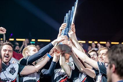 Esports G2 LEC winning trophy esports te