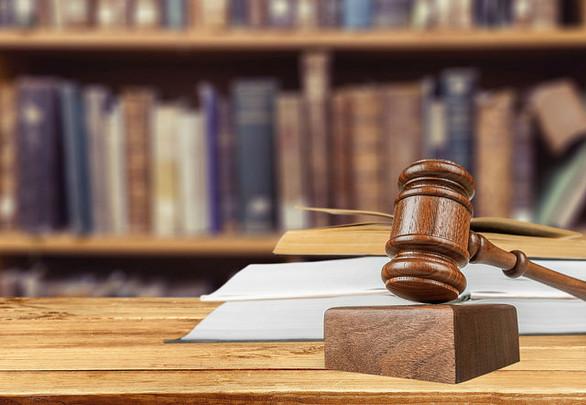 Povlačenje tužbe (uslovi, rokovi, pravne fikcije povlačenja tužbe, parnični troškovi)
