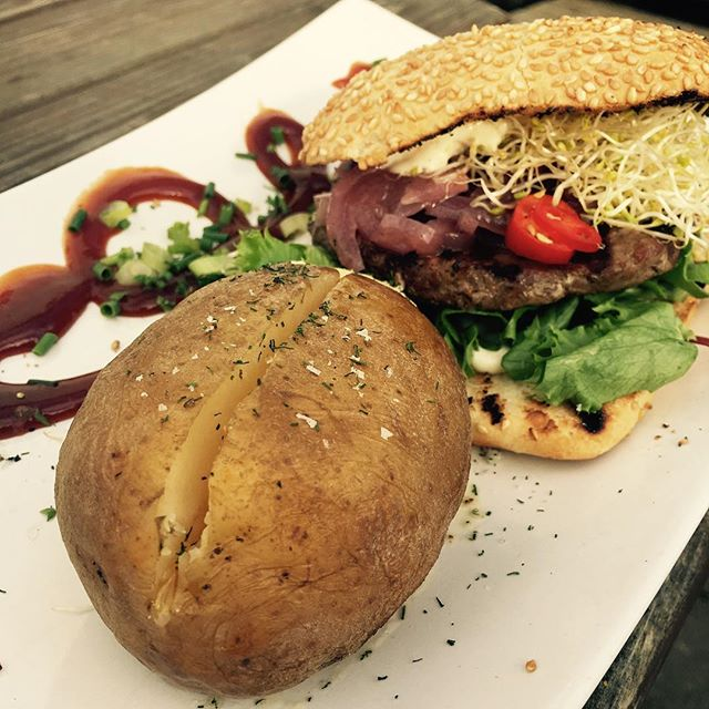 Yum! Burger time👏🏻 #beef #burger #alioli #sourdough #bread