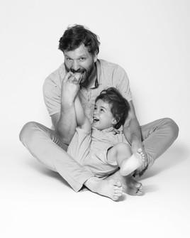 family-photoshoot-daisyrey-blackandwhite-potographer-kidsphotography-daisyrey-newjersey