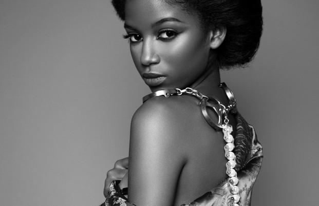 Black and white-portrait-fashion-portrait-model