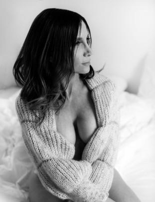 boudoir-photoshoot-black and white-new jersey-woman.jpg