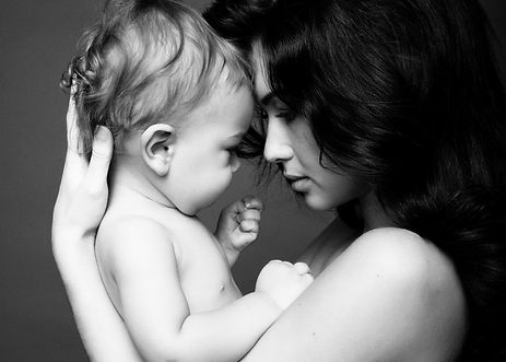Motherhood photoshoot by Daisy Rey Photography