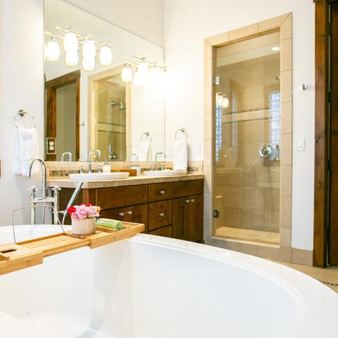19.MasterSuite_Bathroom.jpg