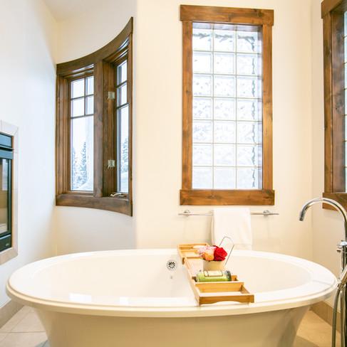 18.MasterSuite_Bathroom.jpg