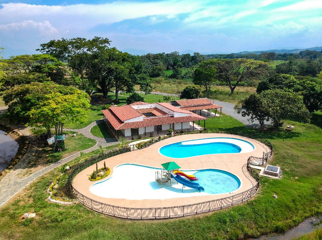 El-laguito-piscina.jpg
