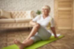 easy-workout-retired-woman-rehabilitatio