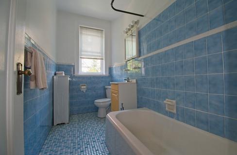 2nd floor bathroom (0085).jpg