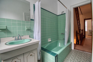 Bathroom - 2nd floor - DSC_0083.jpeg